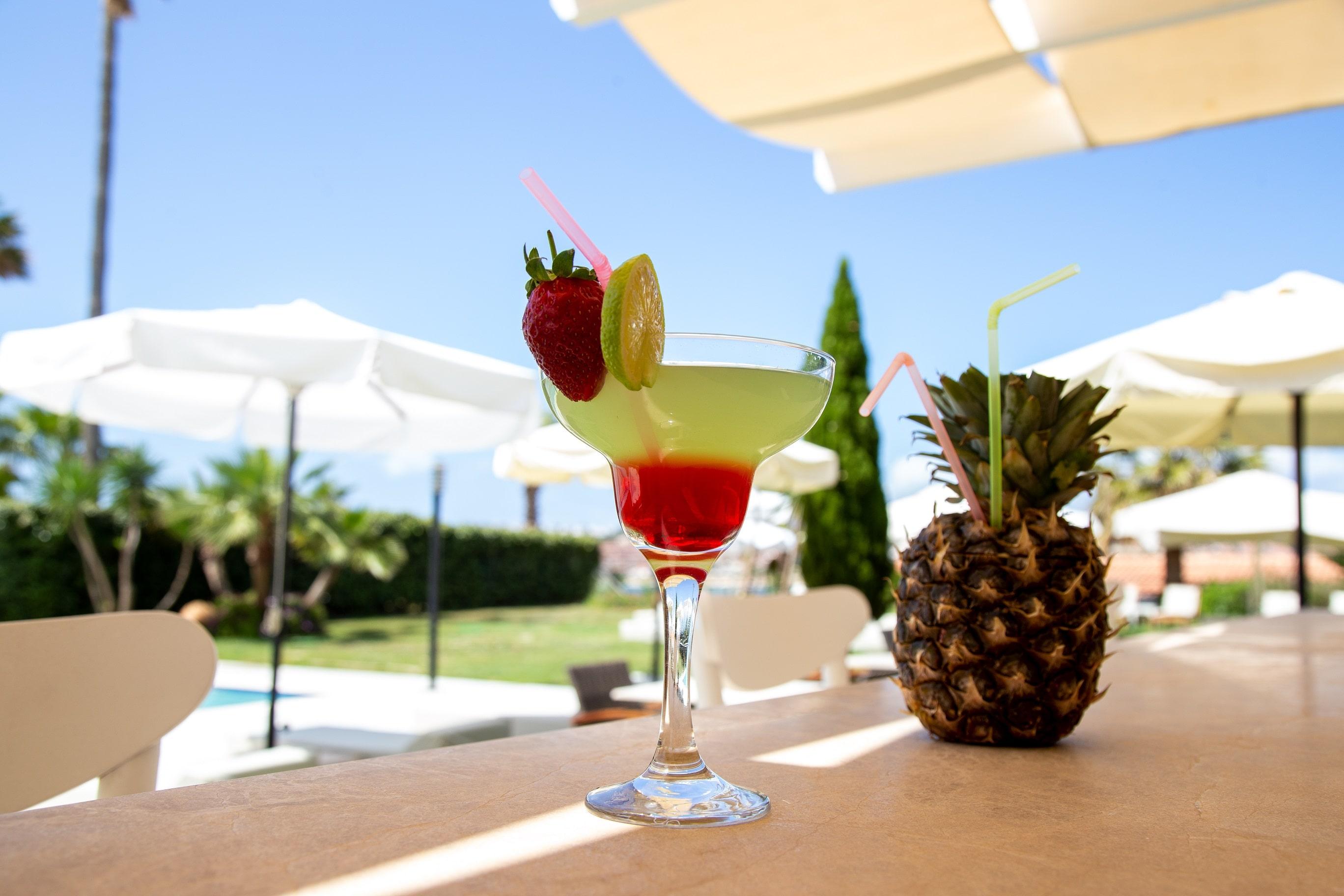 casa-de-playa-hotel-pool-bar-2
