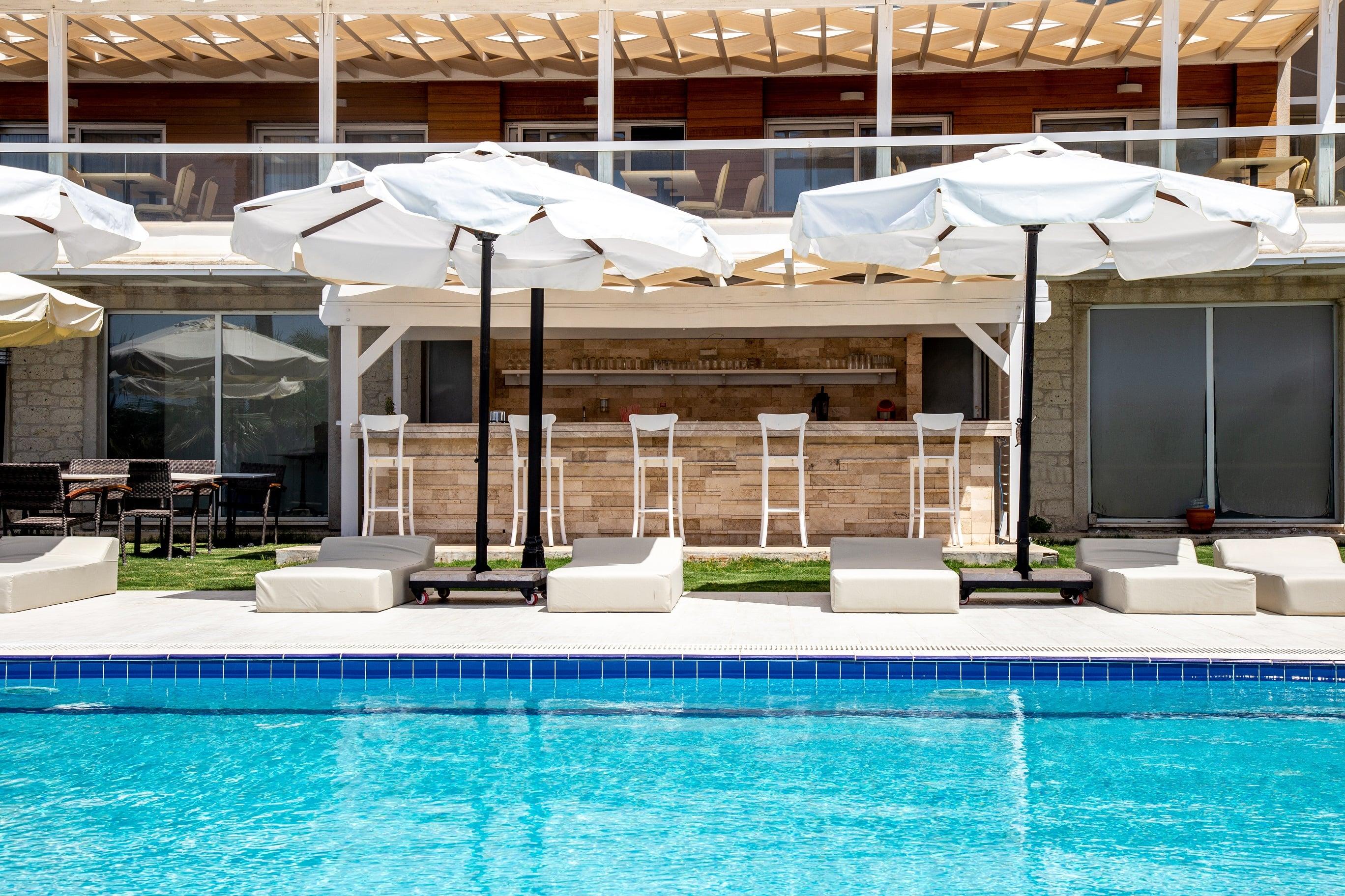 casa-de-playa-hotel-pool-bar